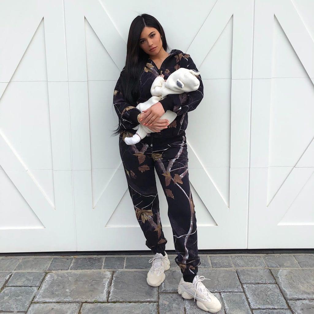 Кайли Дженнер с дочкой, которой исполнился месяц Инстаграм
